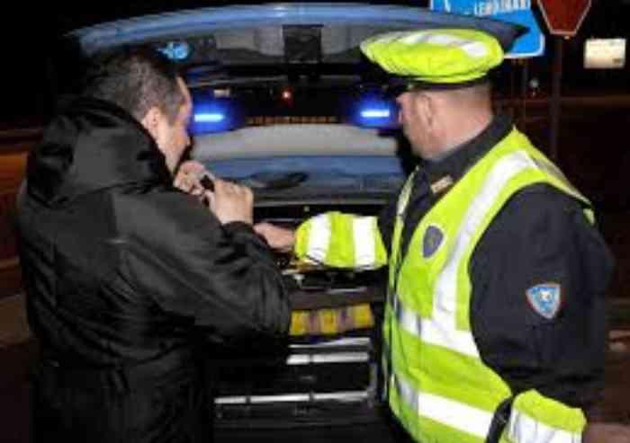 Alcol alla guida, notte di controlli dei vigili