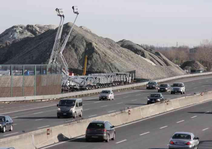 'Cumuli di vetro, così Società autostrade se ne lava le mani'