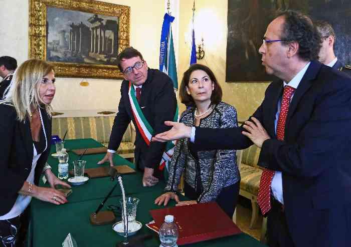 Sicurezza, il sindaco firma tre protocolli