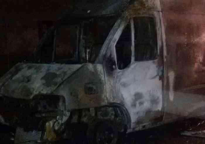 Carpi, furgone distrutto dalle fiamme: ipotesi dolo