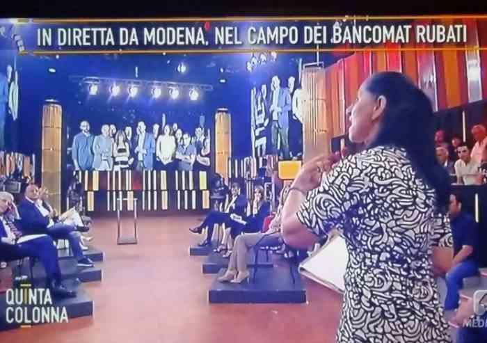 Campo nomadi abusivo via Canaletto: Modena beffeggiata in diretta tv nazionale