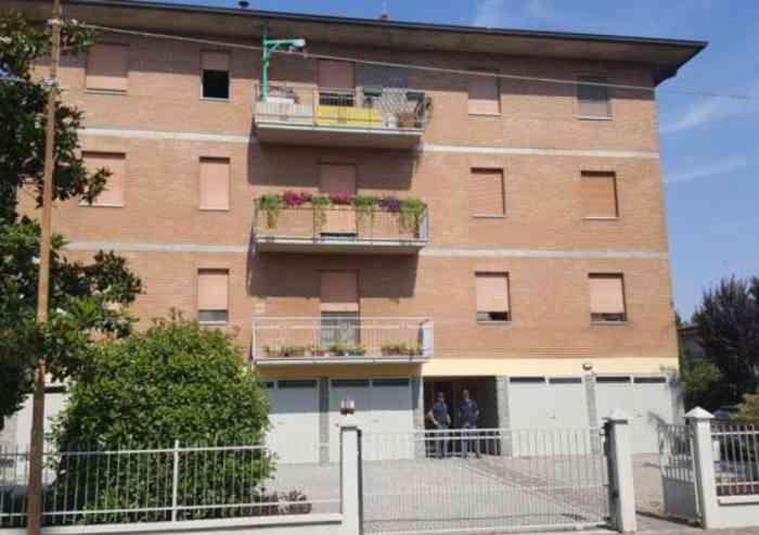 Modena, uccide il compagno a coltellate e chiama la polizia
