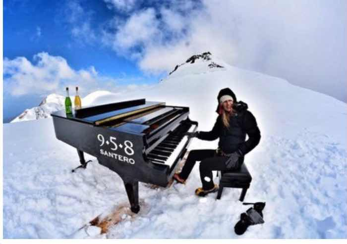 Elisa Lomellini, pianista-alpinista, ha realizzato il suo sogno: suonare a 4.460 metri d'altezza
