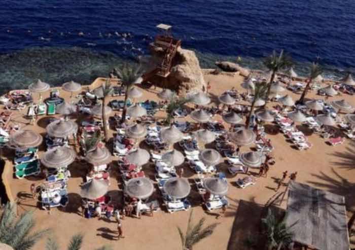 Sei turisti accoltellati in un resort a Hurghada in Egitto, due vittime. Non si esclude la pista terroristica