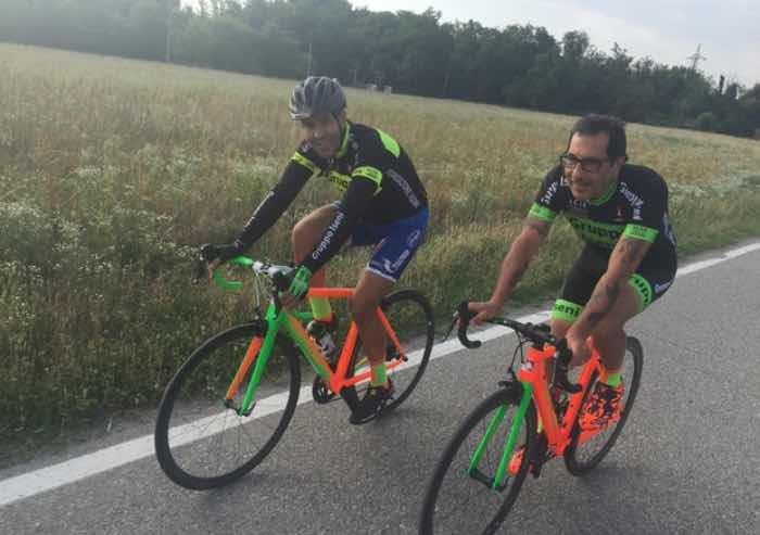 Ciclista clinicamente morto salvato e ora curato in bici