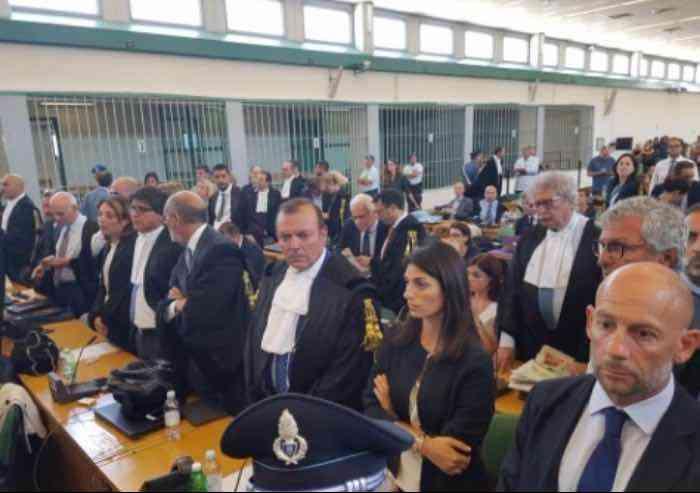 Mafia capitale: cade l'accusa di associazione mafiosa. 20 anni a Carminati e 19 a Buzzi