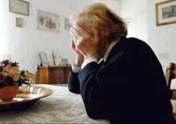 Finto dipendente del Comune truffa coppia di anziani