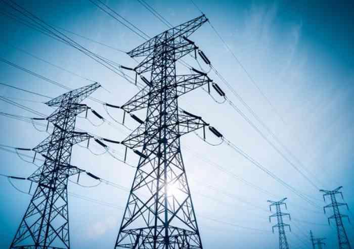 Energia elettrica, le aziende italiane pagano il 29% in più della media europea