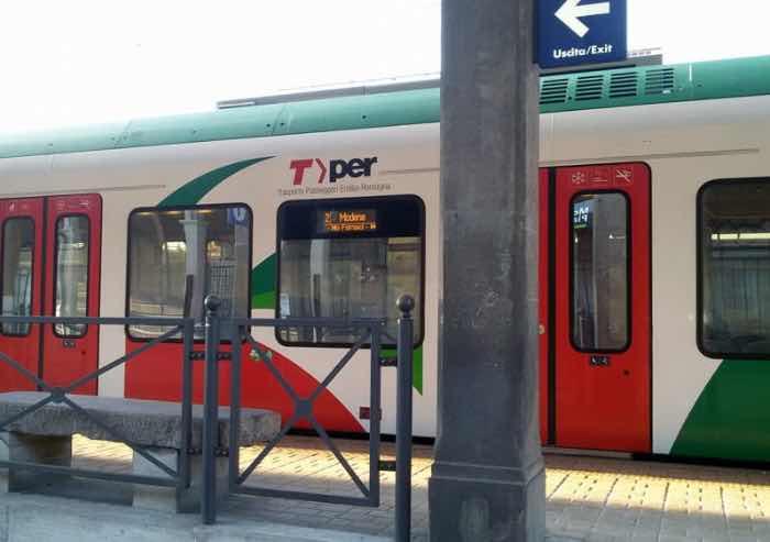 Modena, tenta di violentare una ragazza sul treno Gigetto: arrestato tunisino senza documenti e fissa dimora