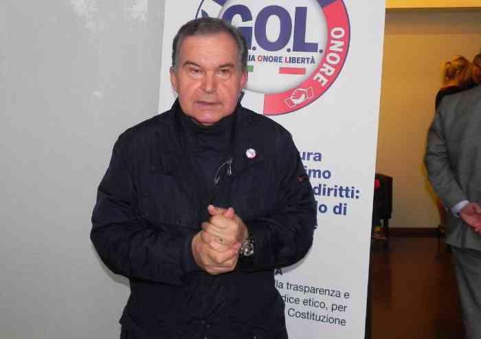 Frasi da incubo da storico consigliere centrodestra: 'Sto coi carabinieri: se la gallina passa vicino l'omo è omo'