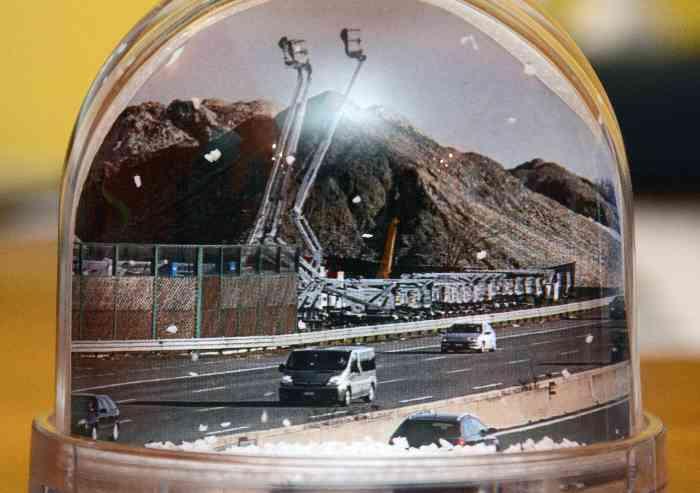 Cumuli di vetro Emiliana Rottami, un souvenir per il sindaco di San Cesario