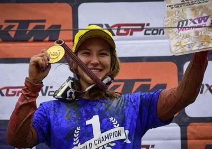 Con il quinto titolo mondiale entra nella storia del motocross: è l'emiliana Kiara Fontanesi