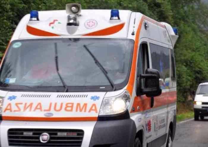 Castelnuovo, scontro tra due auto, donna ferita