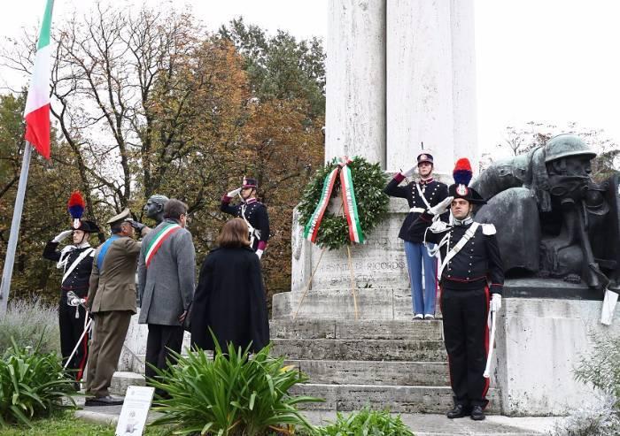 Onore all'Italia e alle Forze Armate