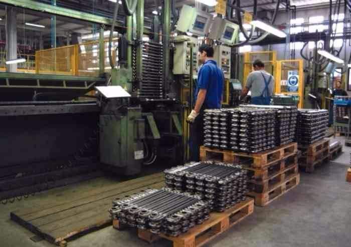 Manifattura, crollo nel numero di aziende attive nel tessile e nella ceramica