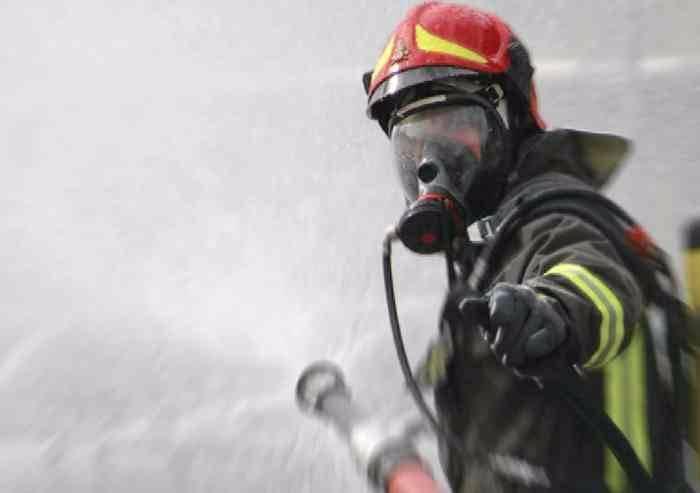 Castelfranco, fienile a fuoco
