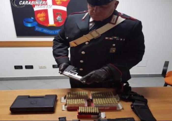 Finale, imprenditore nascondeva due pistole illegalmente: arrestato