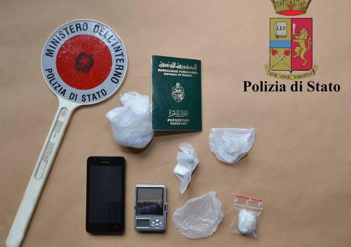 Appartamento-centrale di spaccio: tunisino arrestato