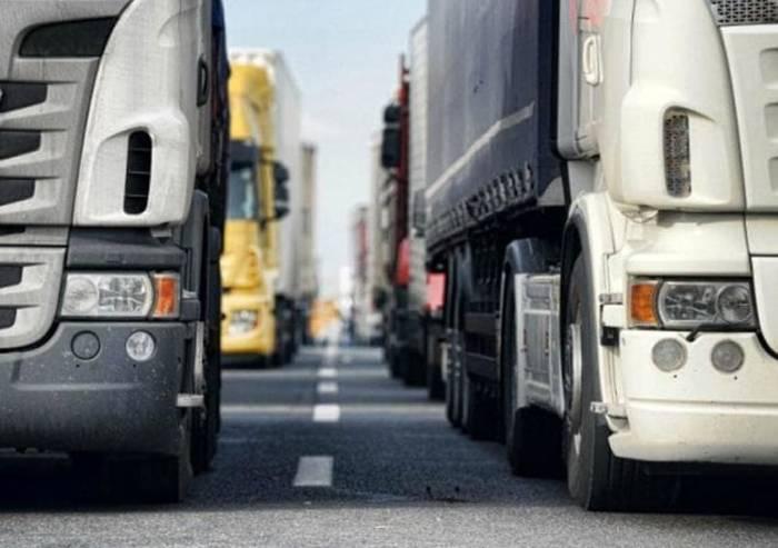 Trasporti, firmato rinnovo contratto nazionale: 108 euro di aumento