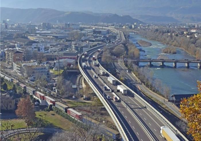 A Bolzano contributi per trasferire il traffico pesante dalla strada alla rotaia