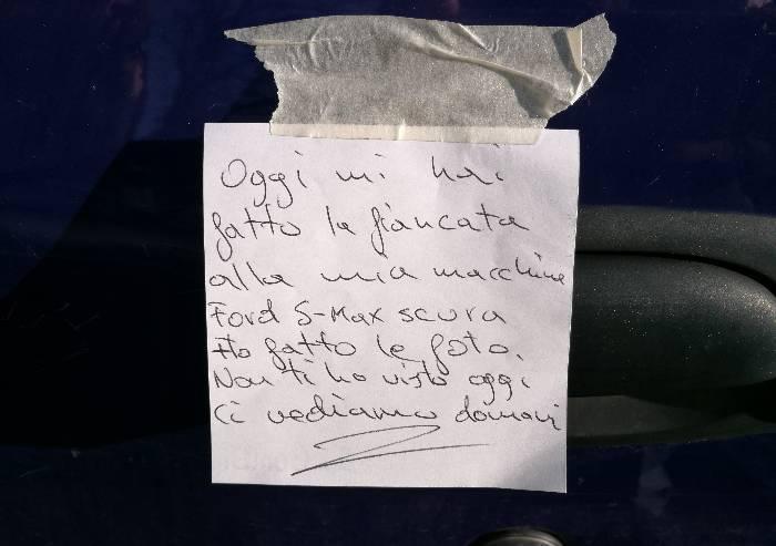 Auto: a Modena arriva la 'truffa del foglietto'