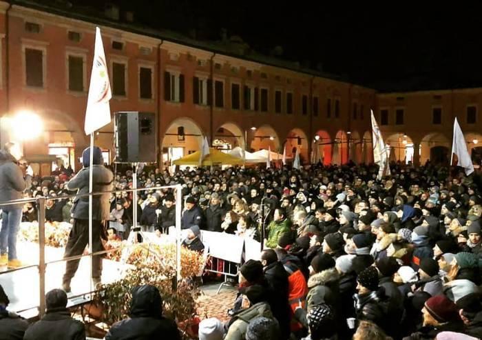 Sassuolo, invasione di piazza per Di Battista