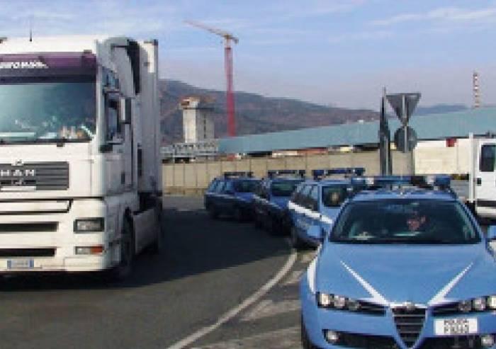 Camionista non in regola con Adr: 30 multe per 36mila euro