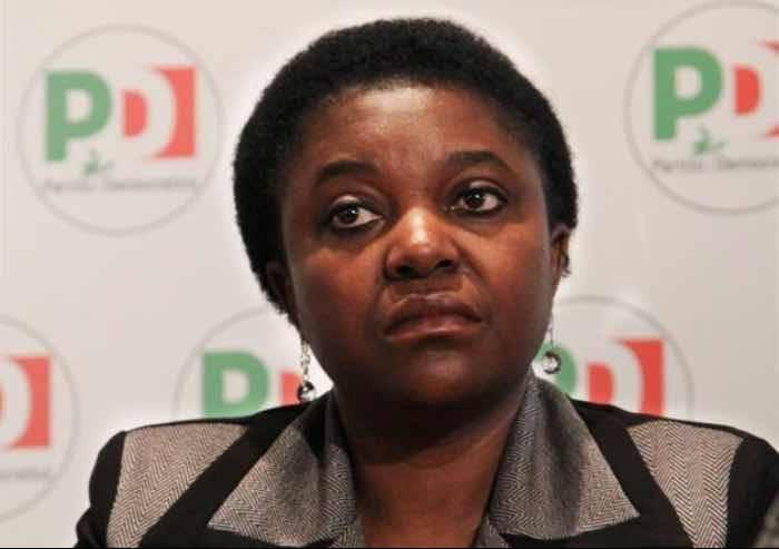 Cacca sui muri di casa: l'onorevole Kyenge ora chiarisca