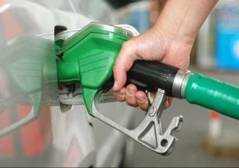 In un anno il pieno di benzina aumentato di 11 euro