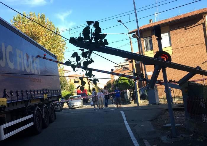 Incidente al passaggio di Gigetto: camion travolge cavi alta tensione