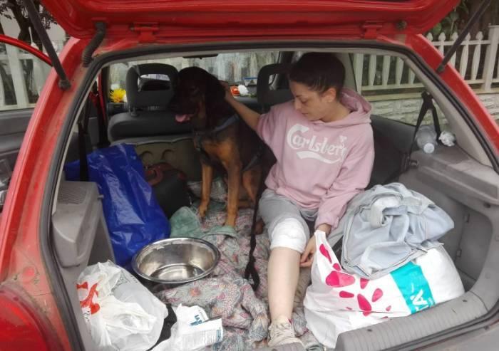 Nonantola, sfrattata e con una gamba rotta vive in auto