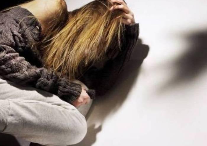 Picchia la moglie perché convertita al cristianesimo