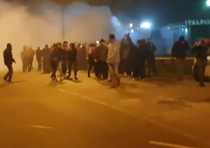 Rivolta a Italpizza, lacrimogeni sui manifestanti