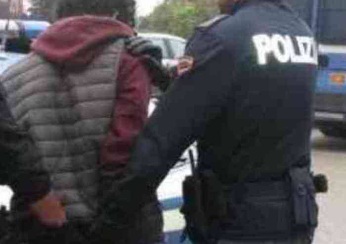 Aggrediscono e rapinano donna in viale Fabrizi: arrestati due minori