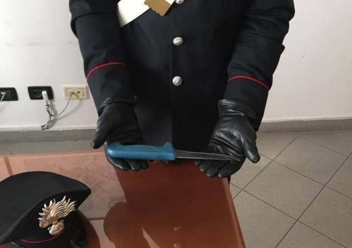 Aggredisce per rapinarle due anziane: arrestato dai Carabinieri