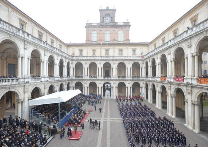 Mensa in Accademia, presidio permanente in piazza Roma