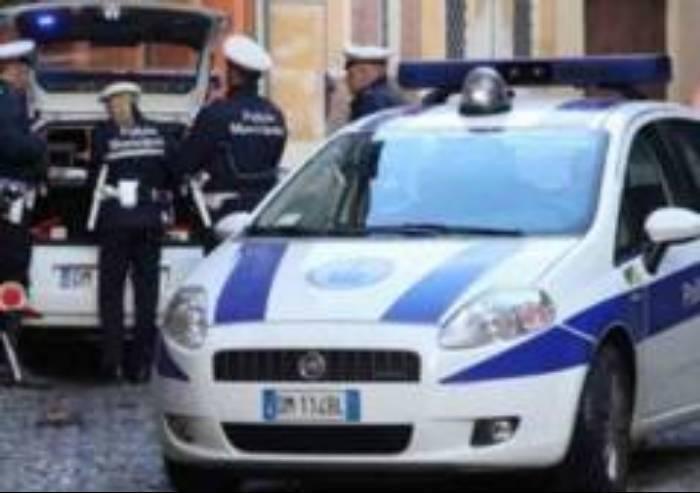 Aggredisce i Vigili che multano la sua ex alla guida: arrestato
