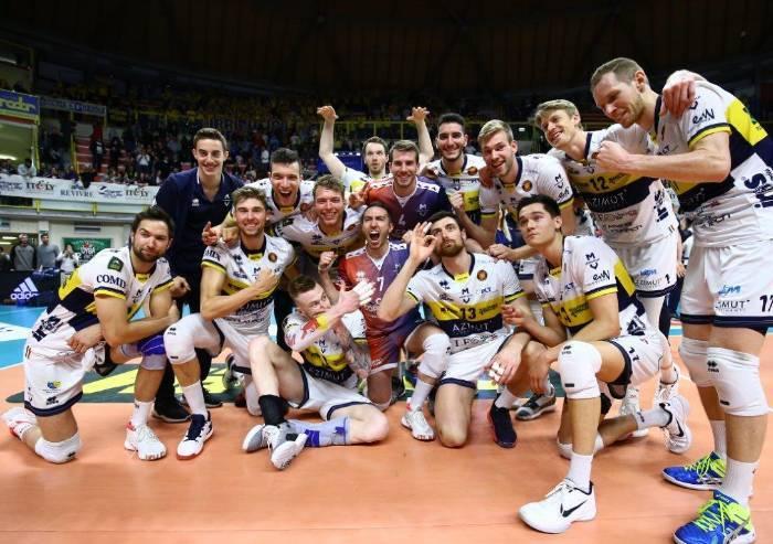L'Azimut Leo Shoes Modena si impone 3-1 su Milano e vola in semifinale
