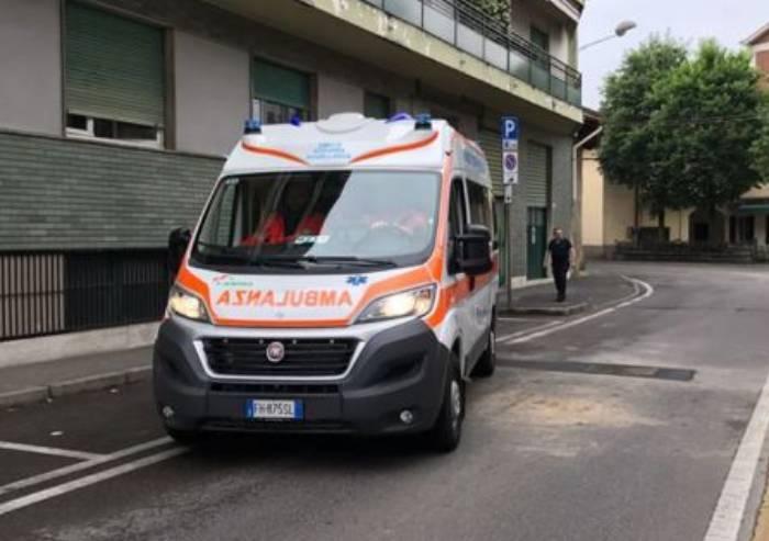 Travolto dal camion delle Poste: muore un 51enne