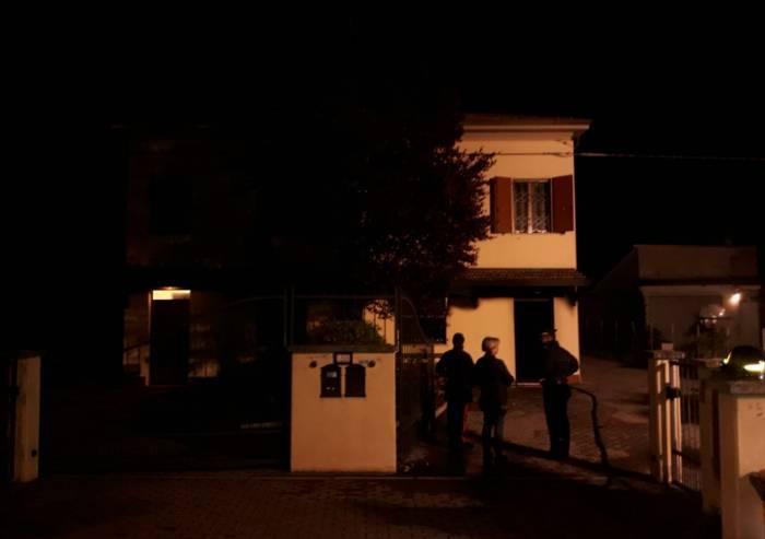 Casa a fuoco a Cavezzo, ricoverata coppia di anziani