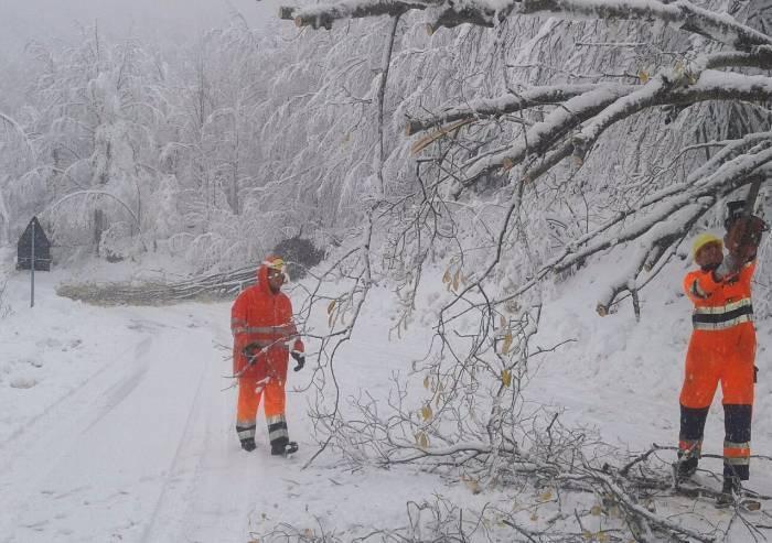 Maltempo, danni alle linee elettriche, black out in montagna