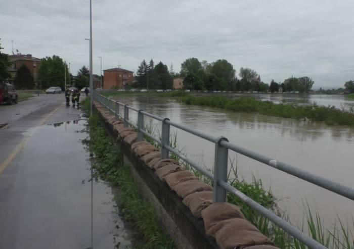 La piena passa a Modena, danni e paura, ora tocca alla 'bassa'