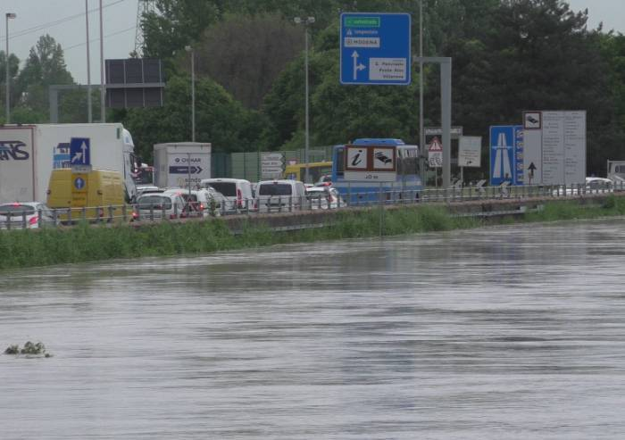 La piena più lunga, ancora ponti chiusi a Modena, e nell'area nord