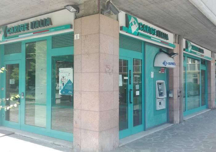 Rapina in banca, 4 banditi fanno irruzione alla Carige di via Emilia
