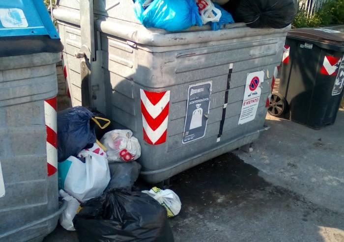 La Bertola: cassonetti pieni di rifiuti da fuori, ma multano residenti