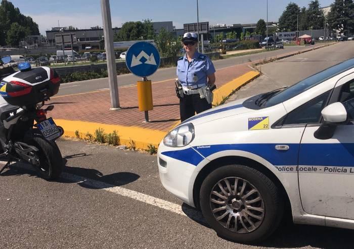 Italpizza, SiCobas bloccano i camion: agente di polizia contuso
