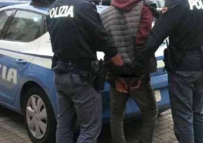 Fugge all'alt, e in auto scatena il panico alle porte del centro: arrestato