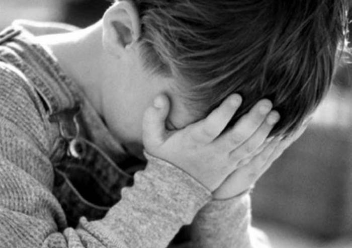 Orrore nel reggiano, psicologa a bimbo: 'Facciamo funerale al papà'