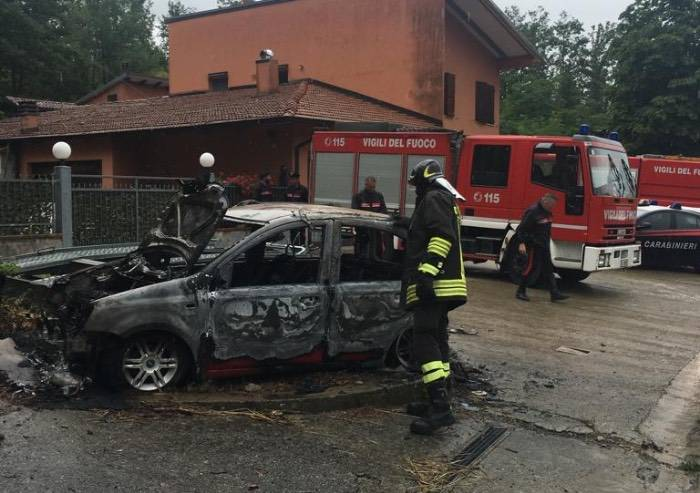Schianto a Montese, auto si incendia: muore conducente