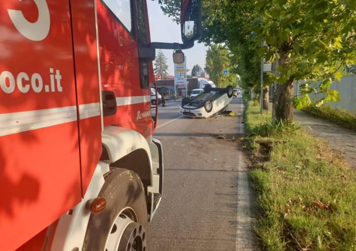 Auto ribaltata sulla Vignolese, due feriti